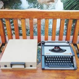 Estado de semi-nova Maquina de escrever antiga - antiguidade