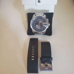 Diesel Wolrd Time com pulseira de malha 26mm