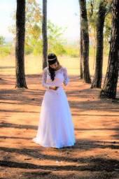 Vestido de noiva em renda com pedrarias