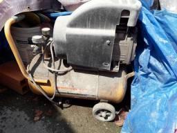 Vendo 2 compressores para usarem as peças