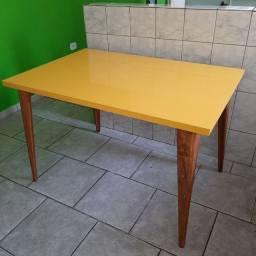 Título do anúncio: Mesa amarela , linda pra sua casa