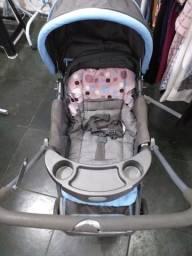 Carrinho de bebê marca Cosco