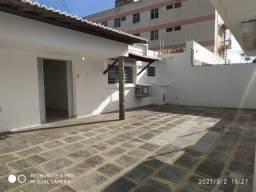 Alugo Ampla Casa com 03 Quartos no Bairro do Santo Antônio - Imperdível