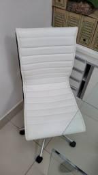 Cadeira de escritório com regulagem de altura e rodinha
