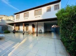 Duas casas regularizadas num mesmo terreno, com 329 m2 de área construída, na Morada da Co