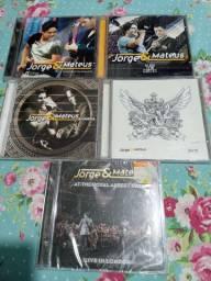 CDs e DVDs originais alguns lacrados