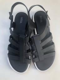 Título do anúncio: Melissa nova sandália Flox III 39/40 preta e branca