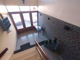Título do anúncio: Ótimo apartamento na Barra, muito bem localizado, 2 quartos, dependência e área serviço.