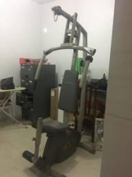 Estação de musculação semi nova