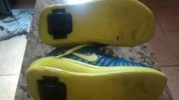 Tênis com rodinha Nike super conservado
