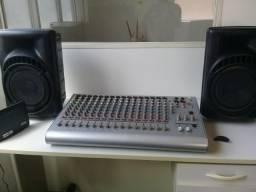 2 amplificadores efeito de voz crossover racker e uma mesa 16 canais da machine