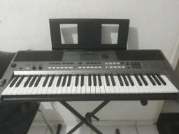 Vendo um teclado Yamaha PSR E 443