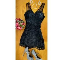 Vestido preto curto de festa