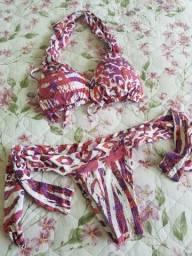 Biquíni rosa, roxo e laranja com detalhes em branco, tecido fantástico