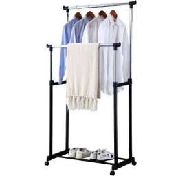 Arara de roupas dupla de aço inox com altura regulável, sapateira e rodinhas