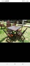 Mesas e cadeiras rústicas