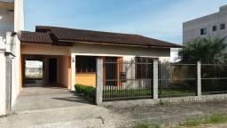 Esta casa Averbada c/ 03 quartos/suíte e estuda permuta, faça sua proposta !!