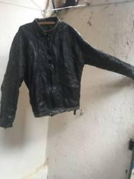 Jaqueta preta estilo motoqueiro couro legítimo,precisa de pequenos reparos