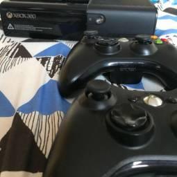 Xbox + dois controles