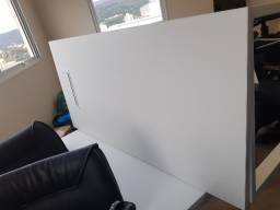 Mesa de escritório usada na cor branca