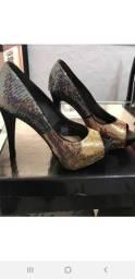 Sapato Scarpin Preto com Dourado para Festa N.35