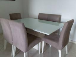 Conjunto de mesa e 6 cadeiras