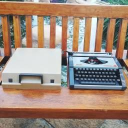 Foi pouquissima usada no passado Maquina de escrever antiga - antiguidade