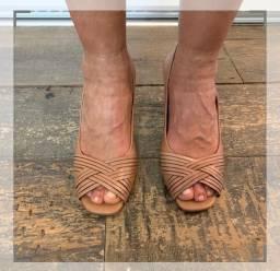 Sapato AREZZO peep toe, tamanho 37
