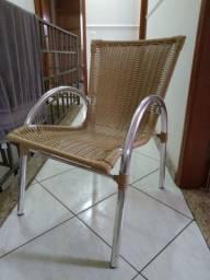 Cadeira de alumínio tramada