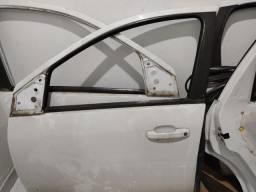 Título do anúncio: Porta Dianteira Traseira e Mala Fiesta Sedan 04/14 Branco