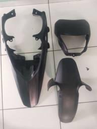 Carenagem da XRE300, Protetor e capacete