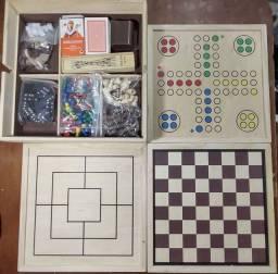 Coleção de jogos importado semi novo 20 jogos classicos de tabuleiro feito em madeira