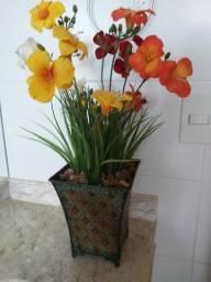 arranjo de flores artificiais diferenciado