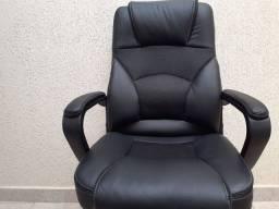 Cadeira de escritório em ótimo estado