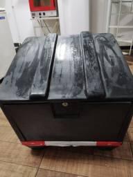 Vendo Baú de 135 litros Semi Novo C/Ferragem