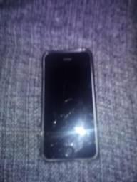 IPhone 5C branco carregador fone e a caixinha dele,tela trincada mas funciona normalmente