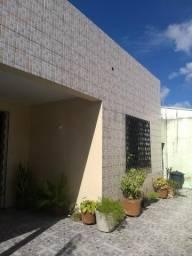 Casa plana com 363m², 4 stes, preço de ocasião R$ 650.000,00