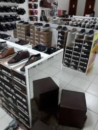 Balção de caixa e prateleiras para loja de calçado