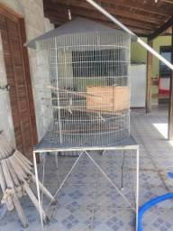 Vendo gaiola grande para papagaio ou Calopisita