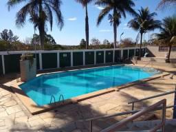 Chalé 3 dormitórios, piscina, sauna, ótima localização.