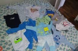 Várias roupas de bebê,neste lote a maioria é P. Mas tenho bastante para vender.
