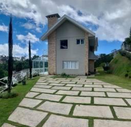 Casa em área nobre no Alto do Capivari em Campos do Jordão com 4 suítes