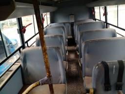 Ônibus Iveco em bom estado