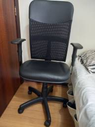 Cadeira escritório diretor semi nova