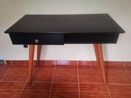 Escrivaninha + cadeira pés palito