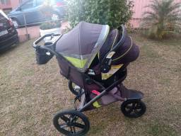 Lindo e útil carrinho infantil. Corrida, caminhada, trilha, praia.
