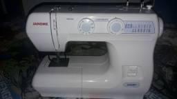 Máquina de costura novinha