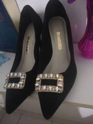 Sapato preto scarpin bico fino pedraria holográfica brilhosa 37