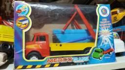 Caminhão mercedes plastico merco toys
