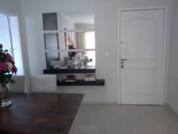Apartamento Semi-Mobiliado com 03 Quartos (Suíte +2) + 01 Vaga de Garagem